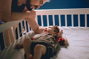 Ребенку 1 год. Плачет по ночам. Как помочь